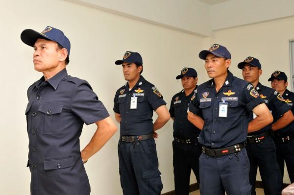 การยืนฝึกแถวของเจ้าหน้าที่รักษาความปลอดภัย